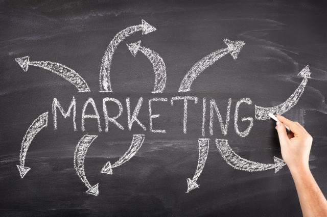 In-House Marketing Vs. Outsourcing Marketing [What Should You Choose?]